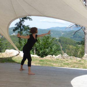 Danse libre improvisée dans la nature