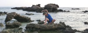 Christine Marguier danse au bord de la mer